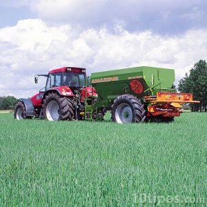 Tractor en sembradío