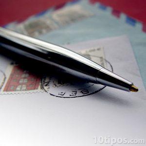 Cartas cerradas con bolígrafo