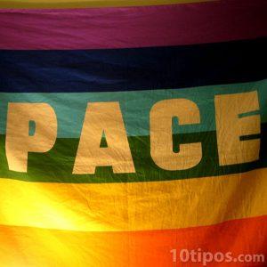 Bandera con la frase paz