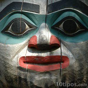 Detalle de Totem hecho de madera