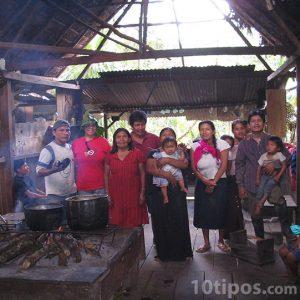 Interior de casa indígena