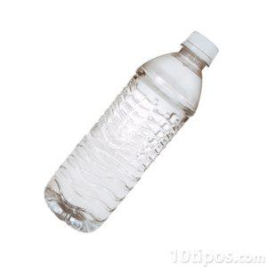 Botella de plástico con agua
