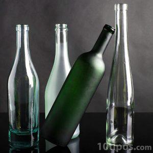 Variedad de botellas de diferentes formas