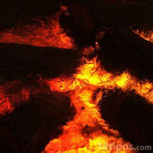 Lava volcánica al rojo vivo