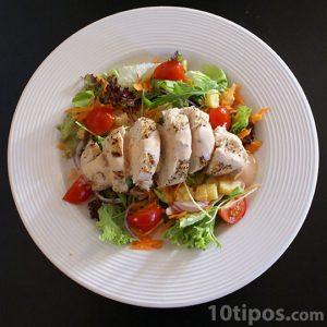 Ensalada con pechuga de pollo