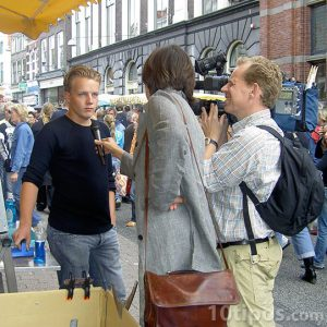 Entrevista en la calle a transeunte