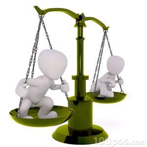 Personas pesando lo mismo en una balanza