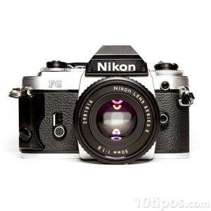 Camara fotográfica tipo reflex de marca Nikon
