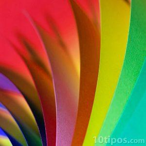 Diversidad de colores en papel cartulina