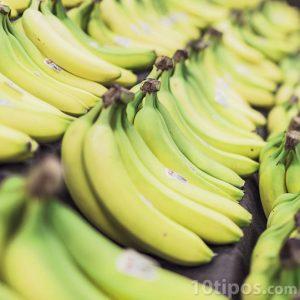 Bananas en mostrador para su venta