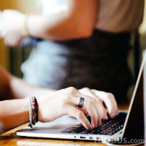 Usando la computadora para trabajar