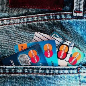 Tarjetas de crédito en bolsillo