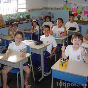 Salón de clases con alumnos