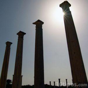 Columnas griegas hechas de piedra