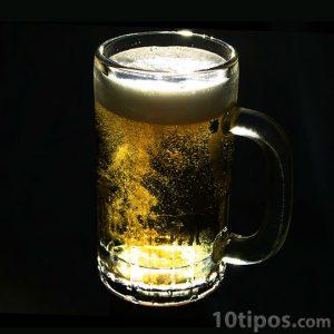 Tarro de cerveza clara