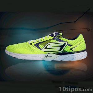 zapato deportivo nuevo de color verde