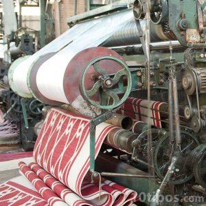 Maquinaria en proceso de una alfombra
