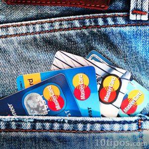 Tarjetas de crédito en bolsa del pantalón