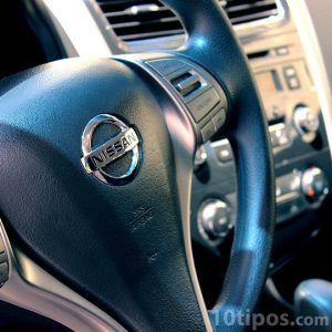 Interior del auto con acercamiento al volante
