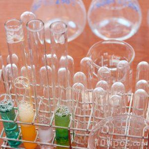 Tubos de ensayos con diferentes sustancias