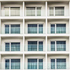 Cuartos de hotel vistos desde afuera