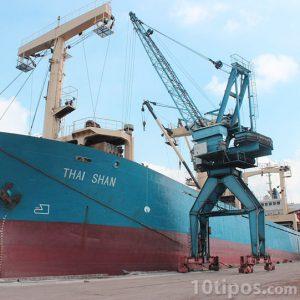 Grúas movibles para barcos grandes