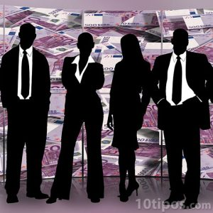 Personas representando una empresa