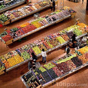 Supermercado con personas visto desde arriba