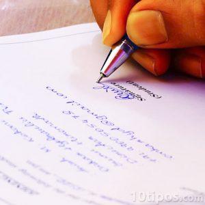 informe realizado a mano con firma