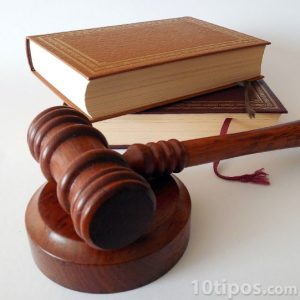 Representación de un juez