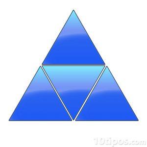 Figuras geométricas de tres lados formado una pirámide de color azul