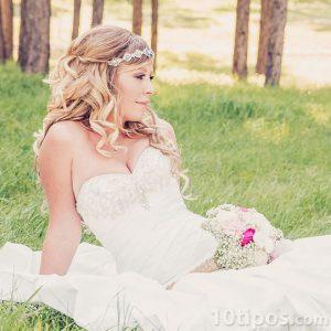 Fotografía de Novia sentada en un jardín