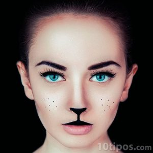 Mujer con maquillaje con rasgos animales