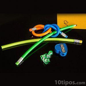 Objetos de papelería hechos de plástico