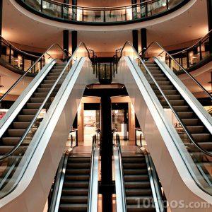 Centro comercial visto desde adentro