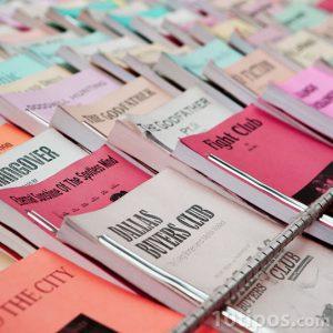 Variedad de libros que son mostrados para su venta