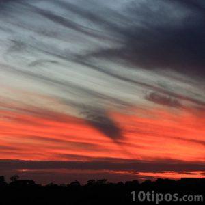 Cielo con nubes rayadas