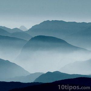 Montañas con nubes bajas