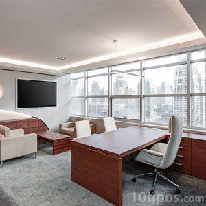 Oficina con muebles de madera