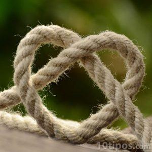 Corazón hecho con una cuerda