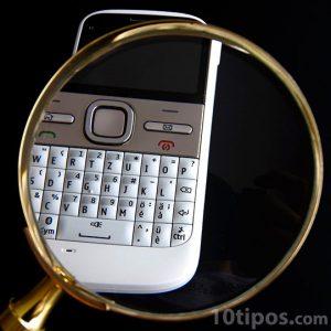 Teléfono inteligente de color blanco