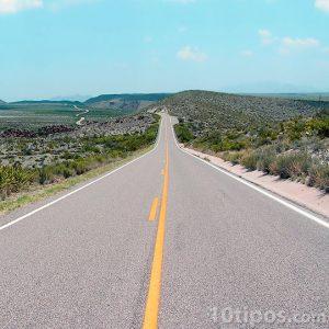 Carretera que cruza el valle