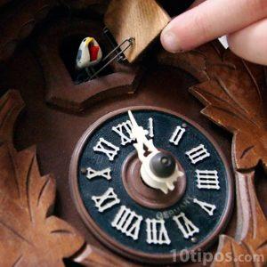 Reloj en forma de casa