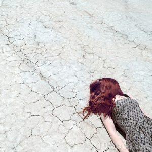 Mujer en el suelo