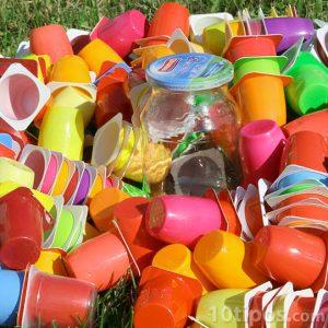 Envases de plástico de diversos colores