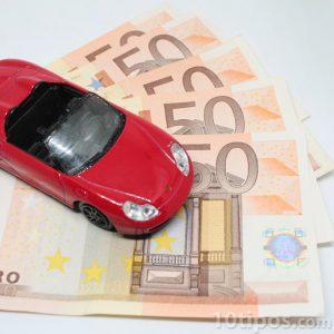 Automóvil con dinero