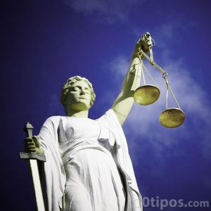 Estatua representativa de la justicia
