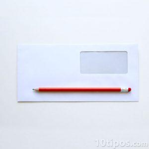 Sobre de papel bond y de color blanco