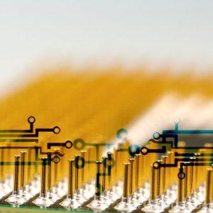 Acercamiento a conector electrónico
