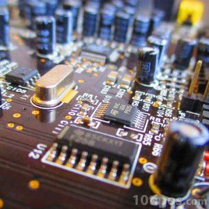 Tarjeta con circuitos y resistencias